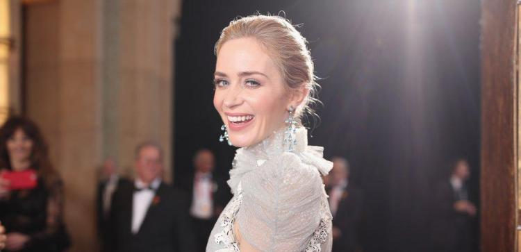 When-Emily-Blunt-Let-Cameras-Zoom-Her-Delicate-Sleeves